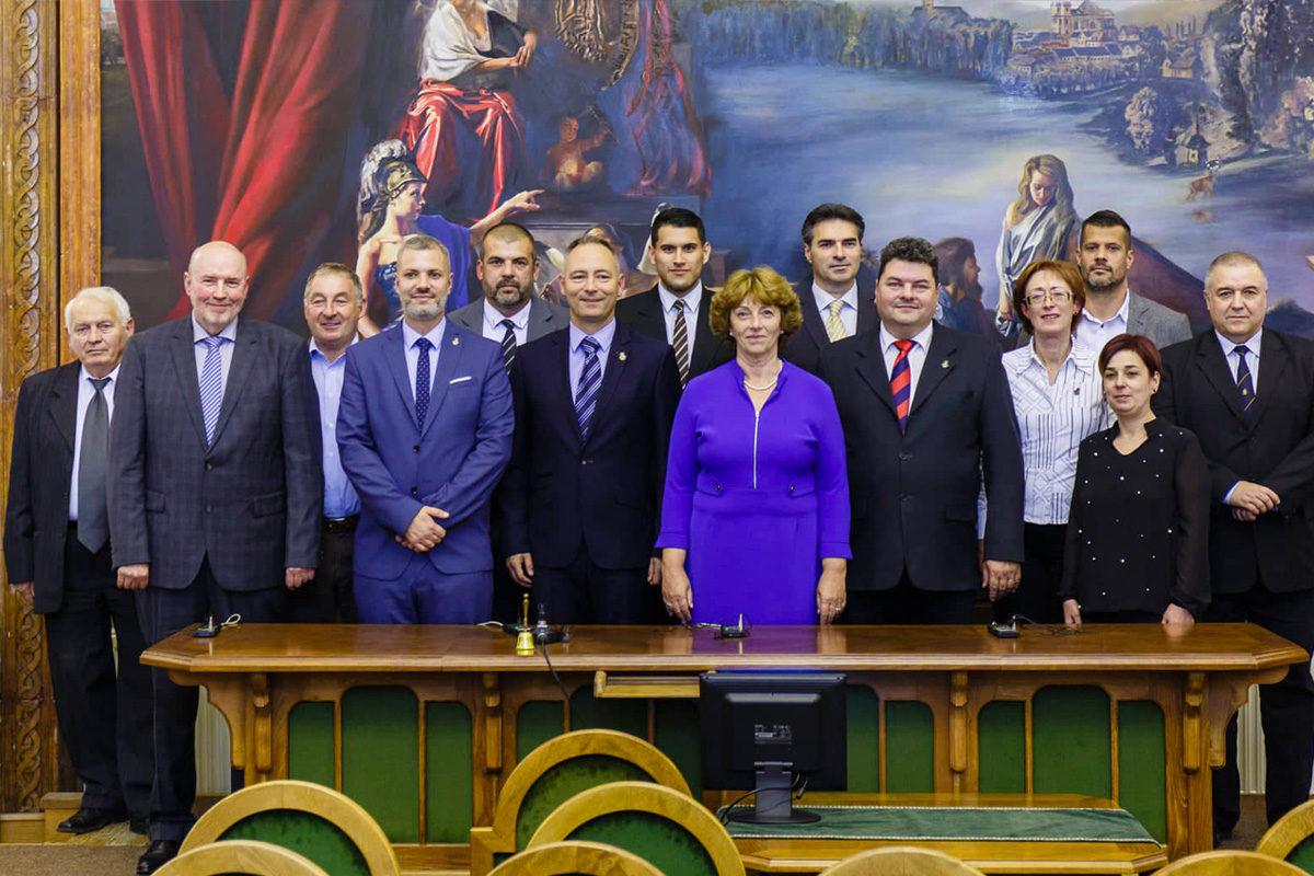Vác új képviselő testülete az alakuló ülésen 2019. október 31-én.