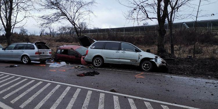 Súlyos baleset a 25-ös főúton: elgázoltak három embert, akik segítségnyújtás miatt álltak meg