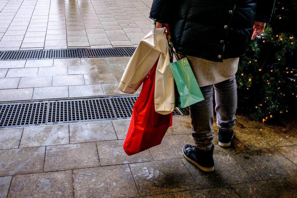 Megdőlhet a vásárlási rekord: 1200 milliárdot verhetnek el a magyarok idén decemberben