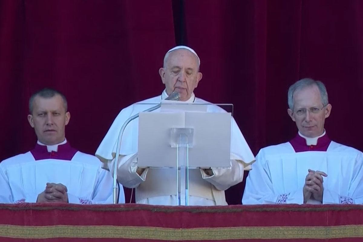 """Fényt sürgetett Ferenc pápa a """"sötétség uralta világban"""""""