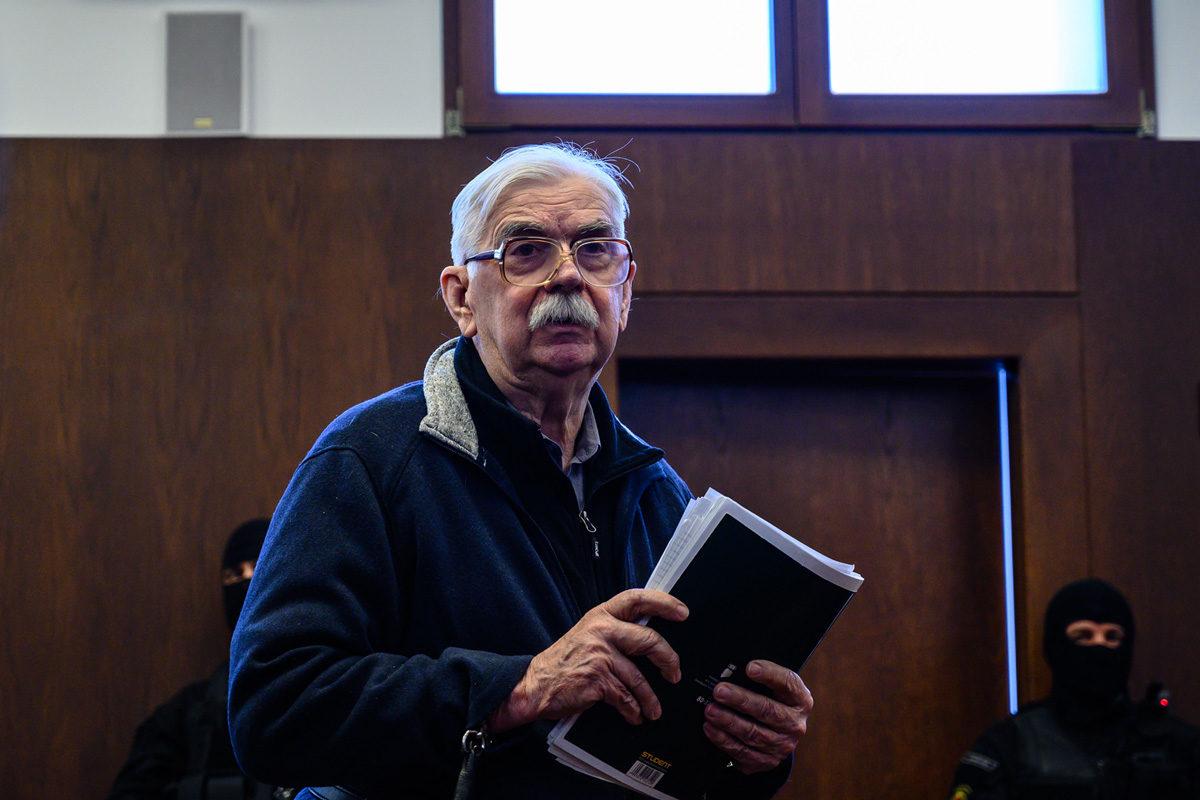 A bőnyi rendőrgyilkossággal vádolt Győrkös István büntetőperének tárgyalásán a Győri Ítélőtáblán 2019. december 11-én.
