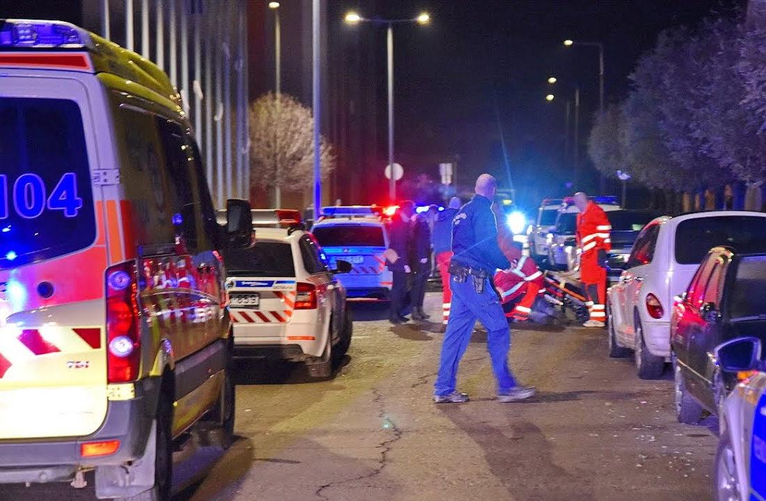 A kabátok miatt tört ki verekedés egy szombathelyi koncerten, egy kerekesszékes férfi a rendőröknek is nekiment
