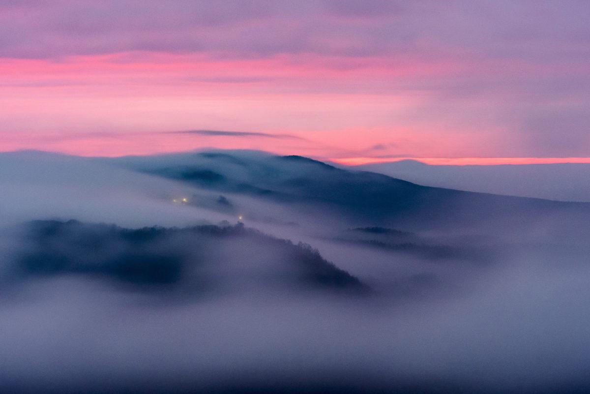Talaj menti köd látszik Salgótarján közeléből fotózva 2019. december 14-én hajnalban.