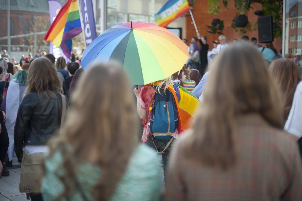 Azonos nemű párok százai nevelnek gyereket Magyarországon