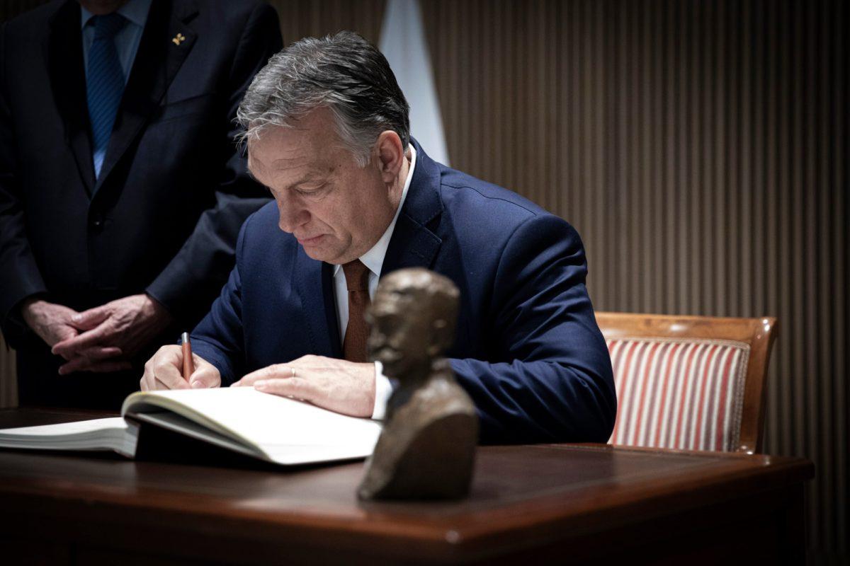 Kiakadtak a horvátok Orbán adventi fotóján