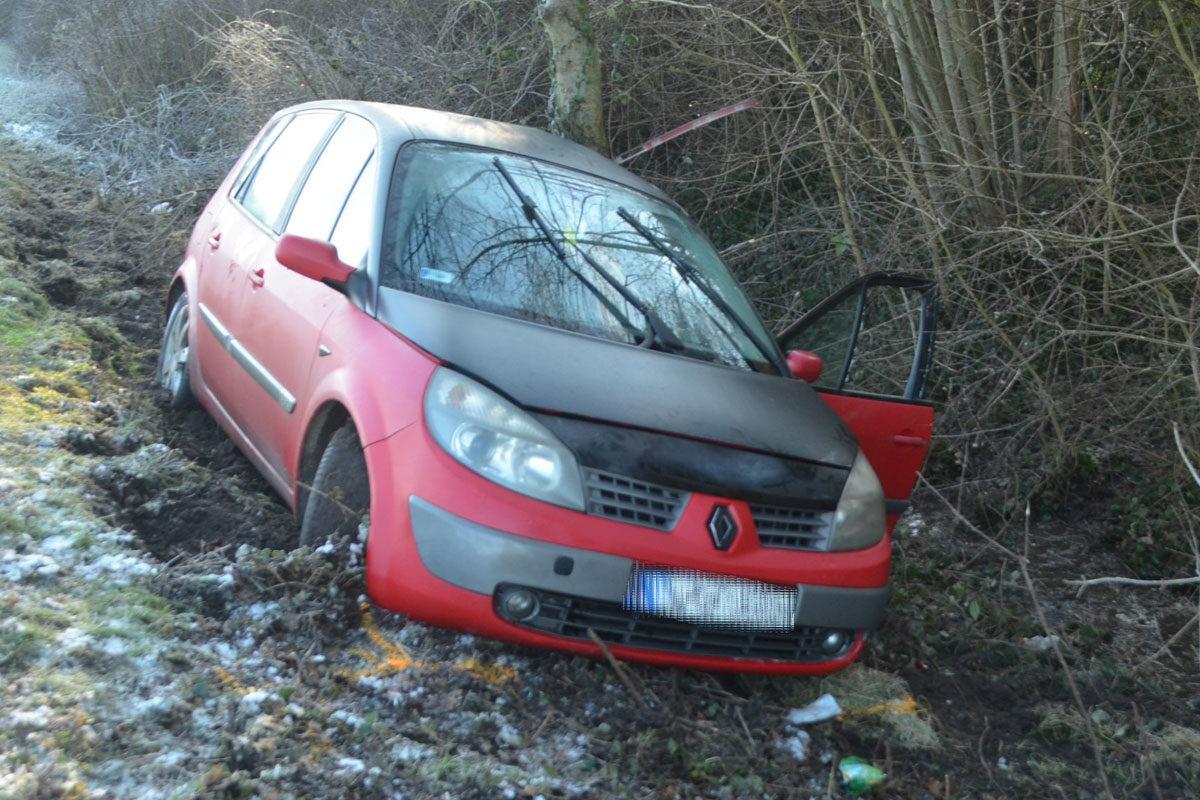 A balesetet szenvedett Renault.