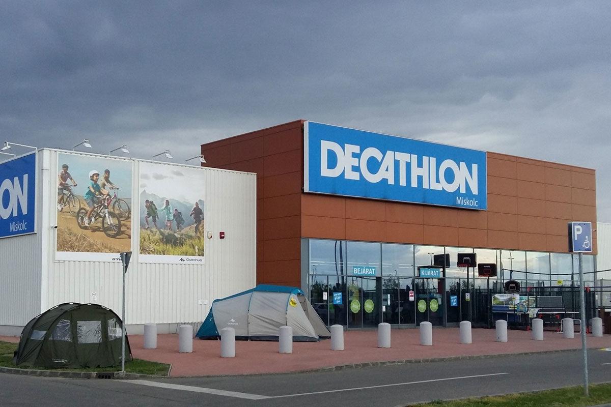 A miskolci Decathlon áruház.