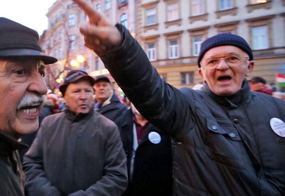 Nézegess őrjöngő fideszeseket, amint a gyűlölet ellen tüntetnek