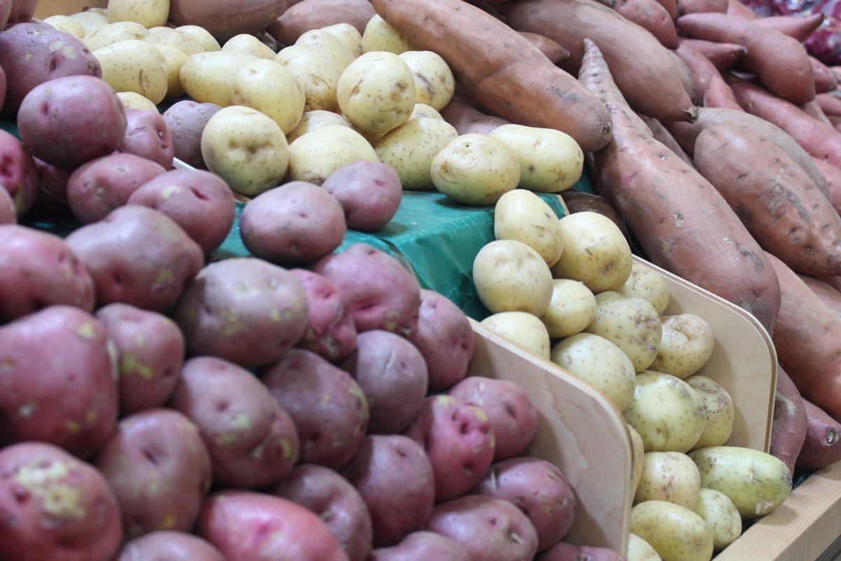 Egy 20 éves fiú lepisált kb. másfél mázsa zöldséget a miskolci áruházban