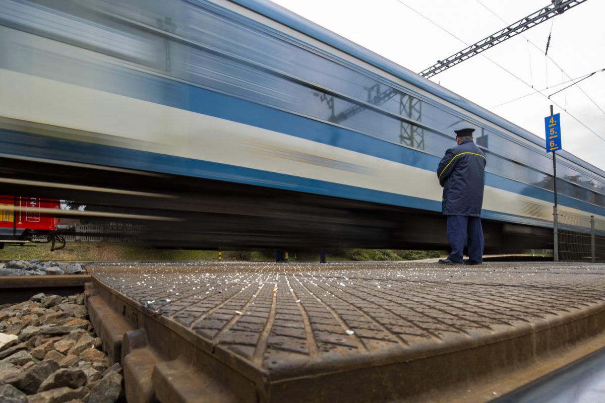 A Göcsej Intercity elindul a zalaegerszegi vasútállomásról 2020. január 9-én.