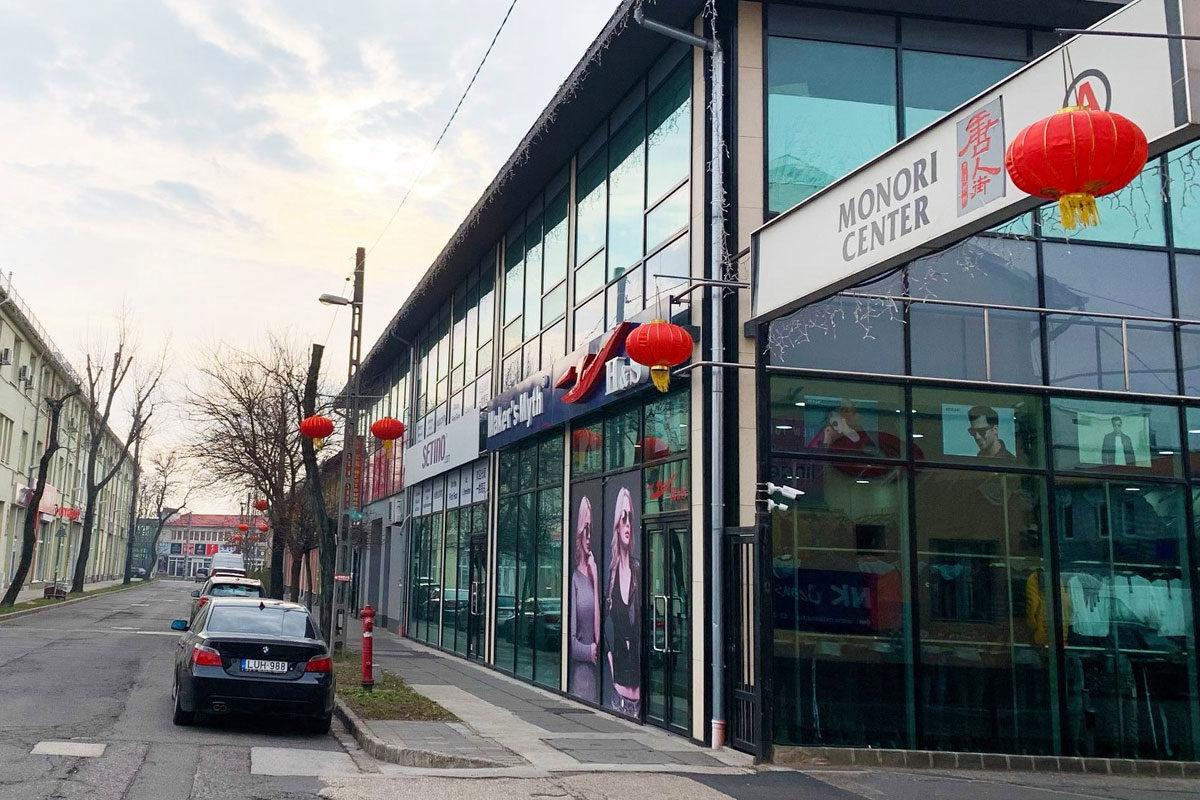 """A Monori Center, a budapesti """"kínai negyed""""."""