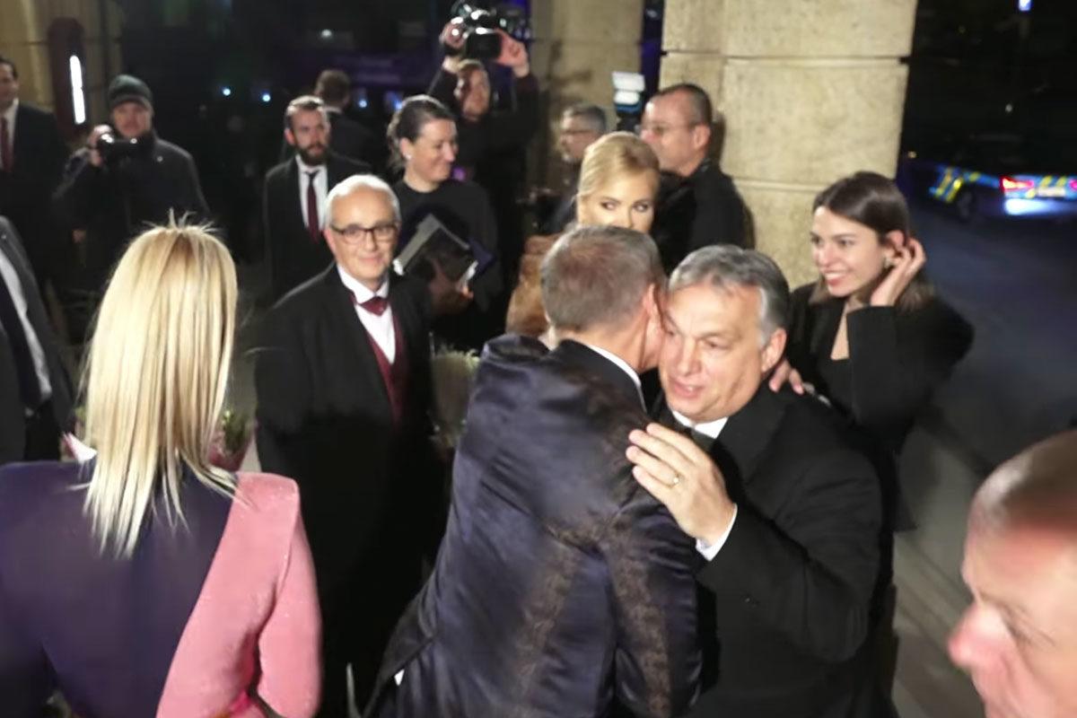 Kifütyülték Orbán Viktort a cseh tüntetők