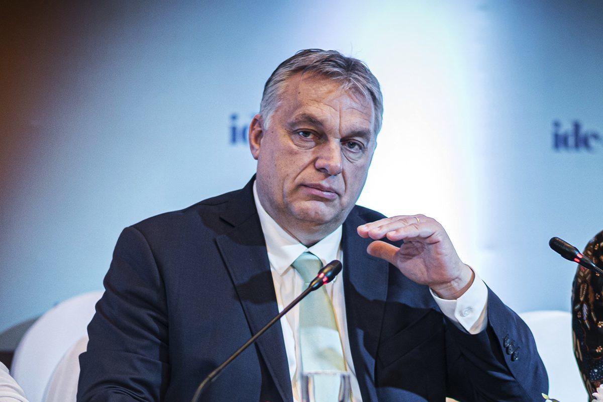 Orbán Viktor miniszterelnök (b) Indonéziában, a CDI bizottsági ülésén, Yogyakartában 2020. január 23-án.