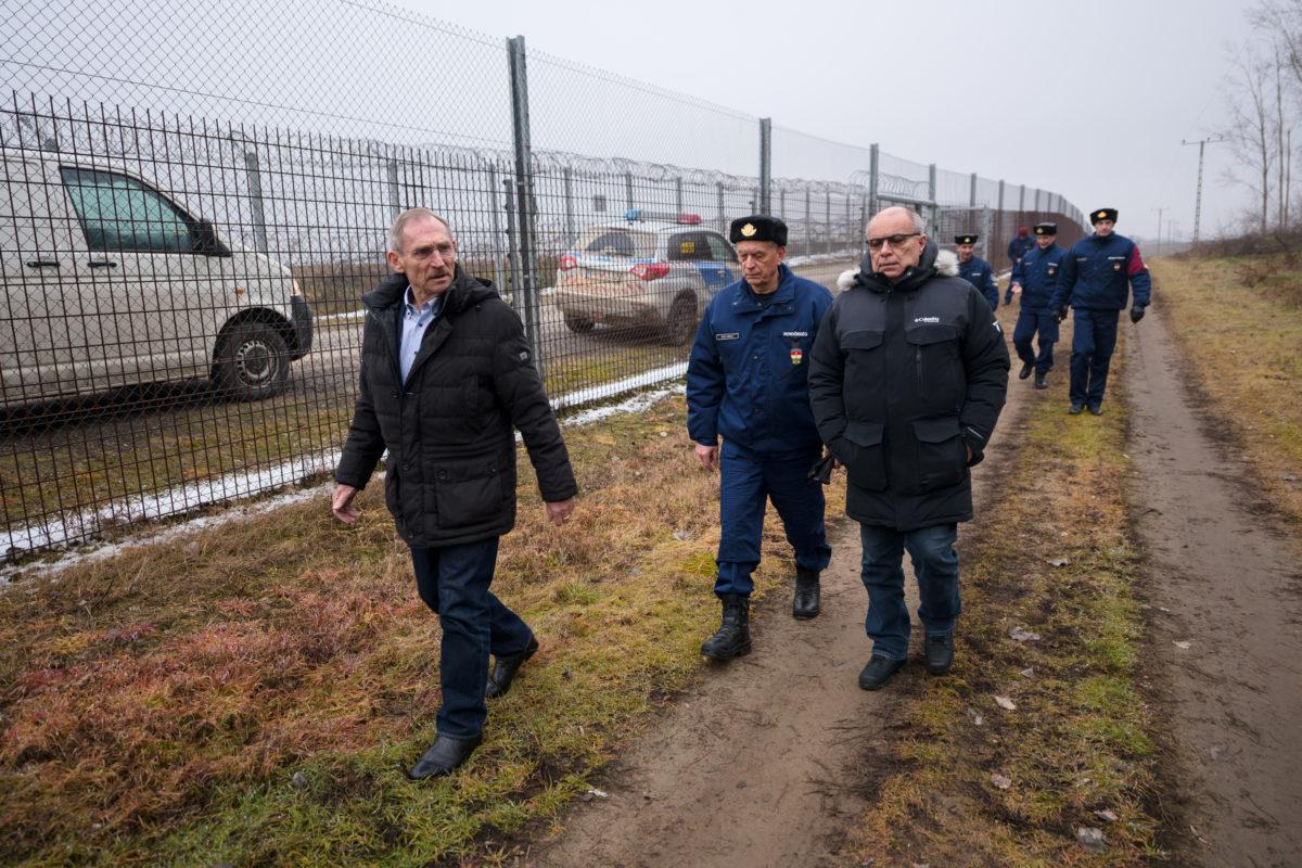 Pintér Sándor belügyminiszter megtekinti a déli határszakaszt 2020. január 21-én.
