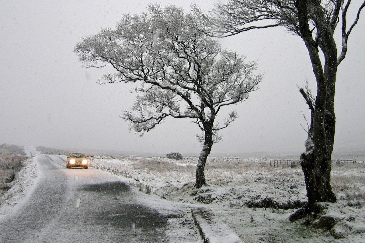 120 km/h-s széllökéseket hozhat a hidegfront, országos riasztást adtak ki