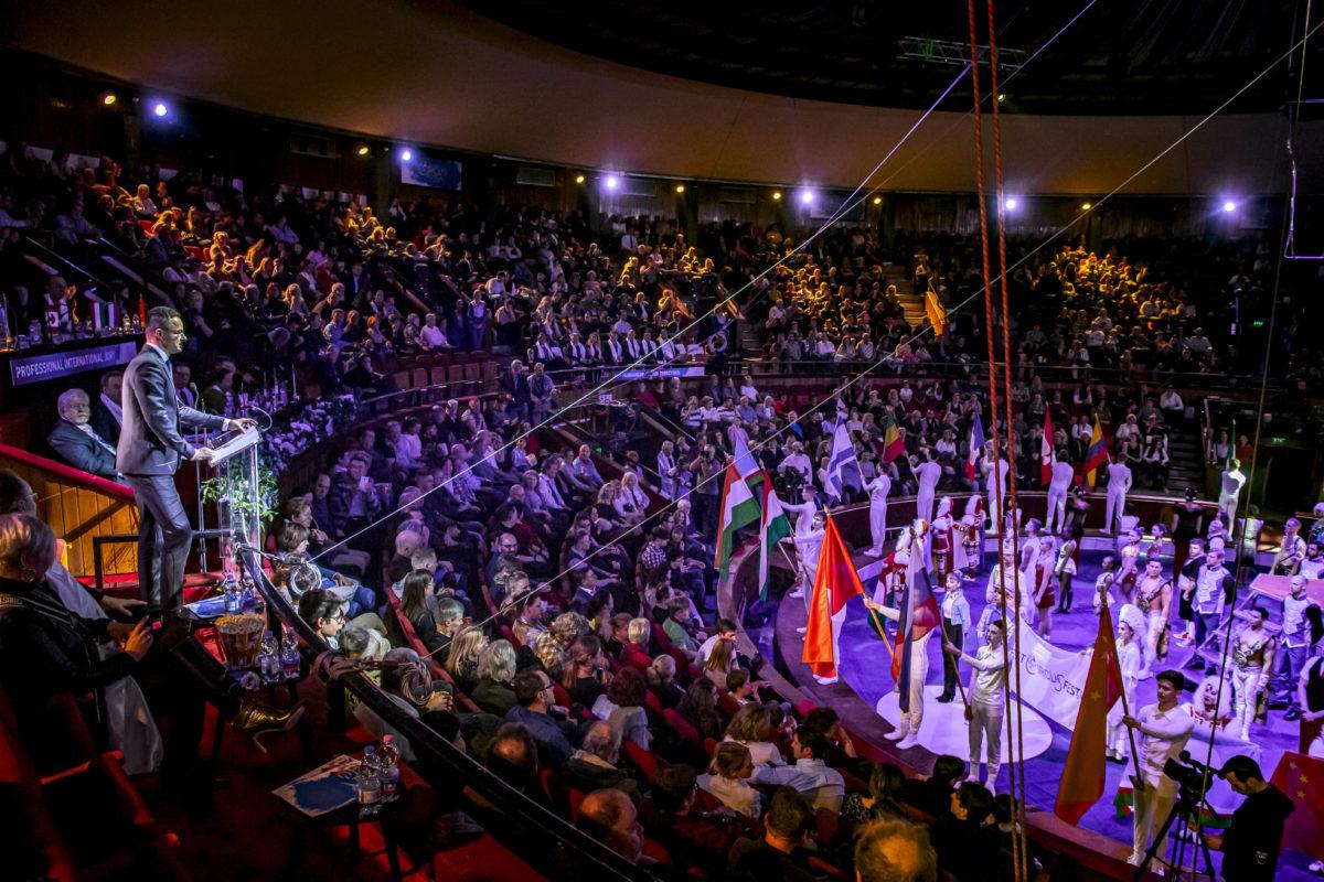 Szijjártó Péter külgazdasági és külügyminiszter beszédet mond a 13. Budapesti Nemzetközi Cirkuszfesztivál ünnepélyes megnyitóján a Fővárosi Nagycirkuszban 2020. január 8-án.
