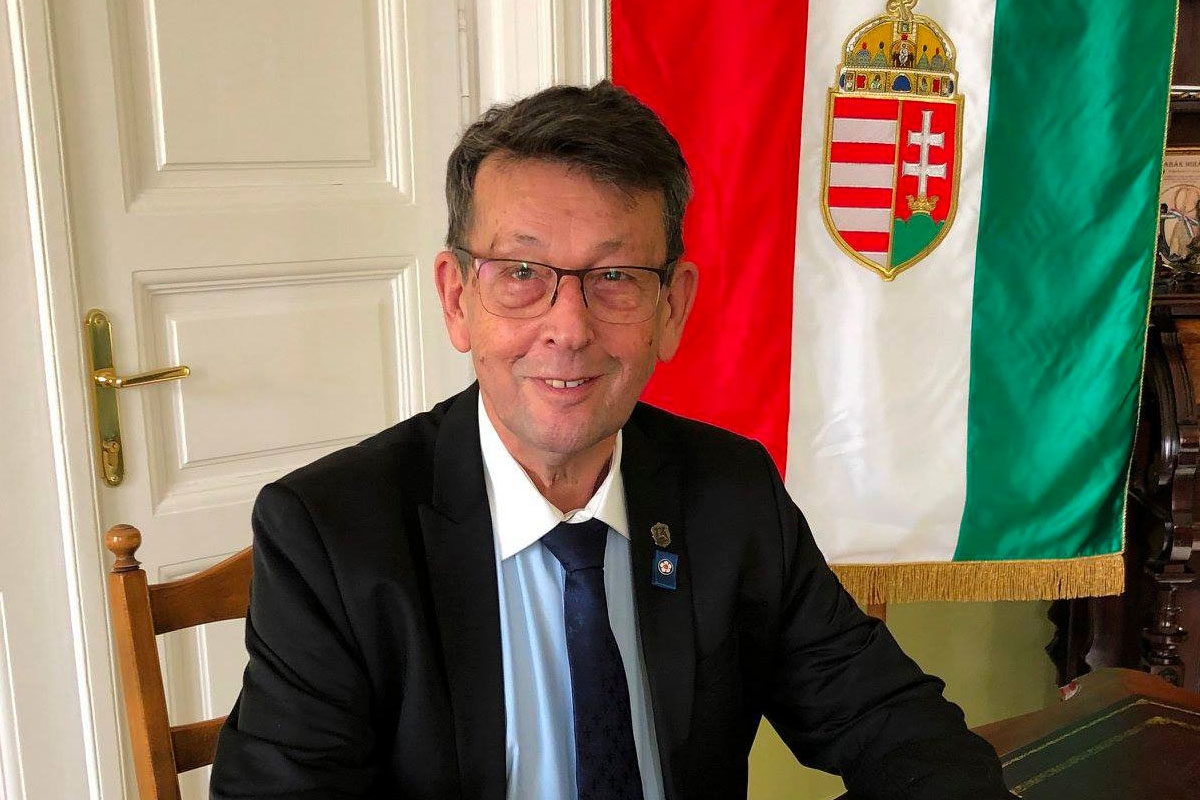 Babák Mihály, Szarvas fideszes polgármestere.