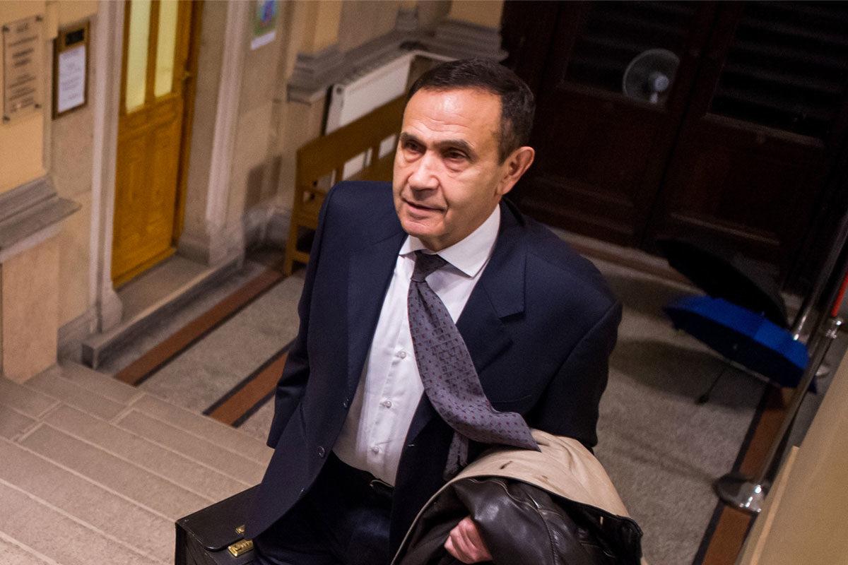 Gyárfás Tamás médiavállalkozó, sportvezető érkezik büntetőperére a Fővárosi Törvényszék épületében 2020. február 11-én.