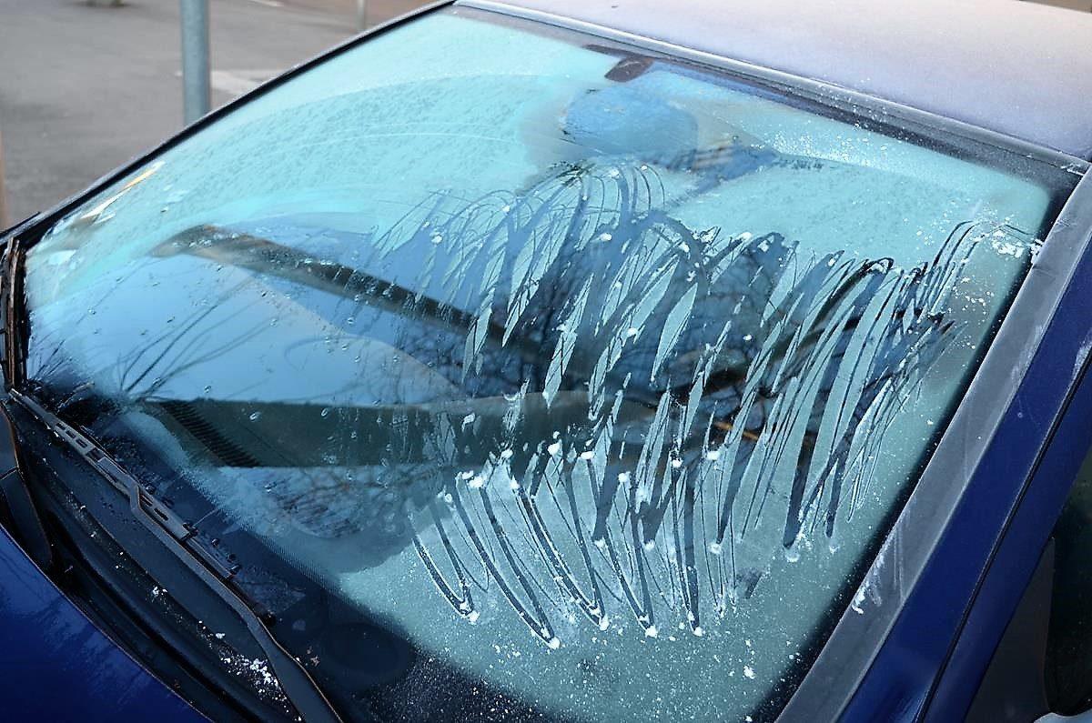 A gázoló autójának szélvédője a baleset után.