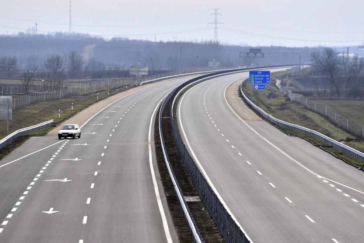 Az M4-es gyorsforgalmi út Üllő és Albertirsa közötti szakasza a Gerje-Pilis pihenőhelynél az átadás napján, 2020. február 7-én.