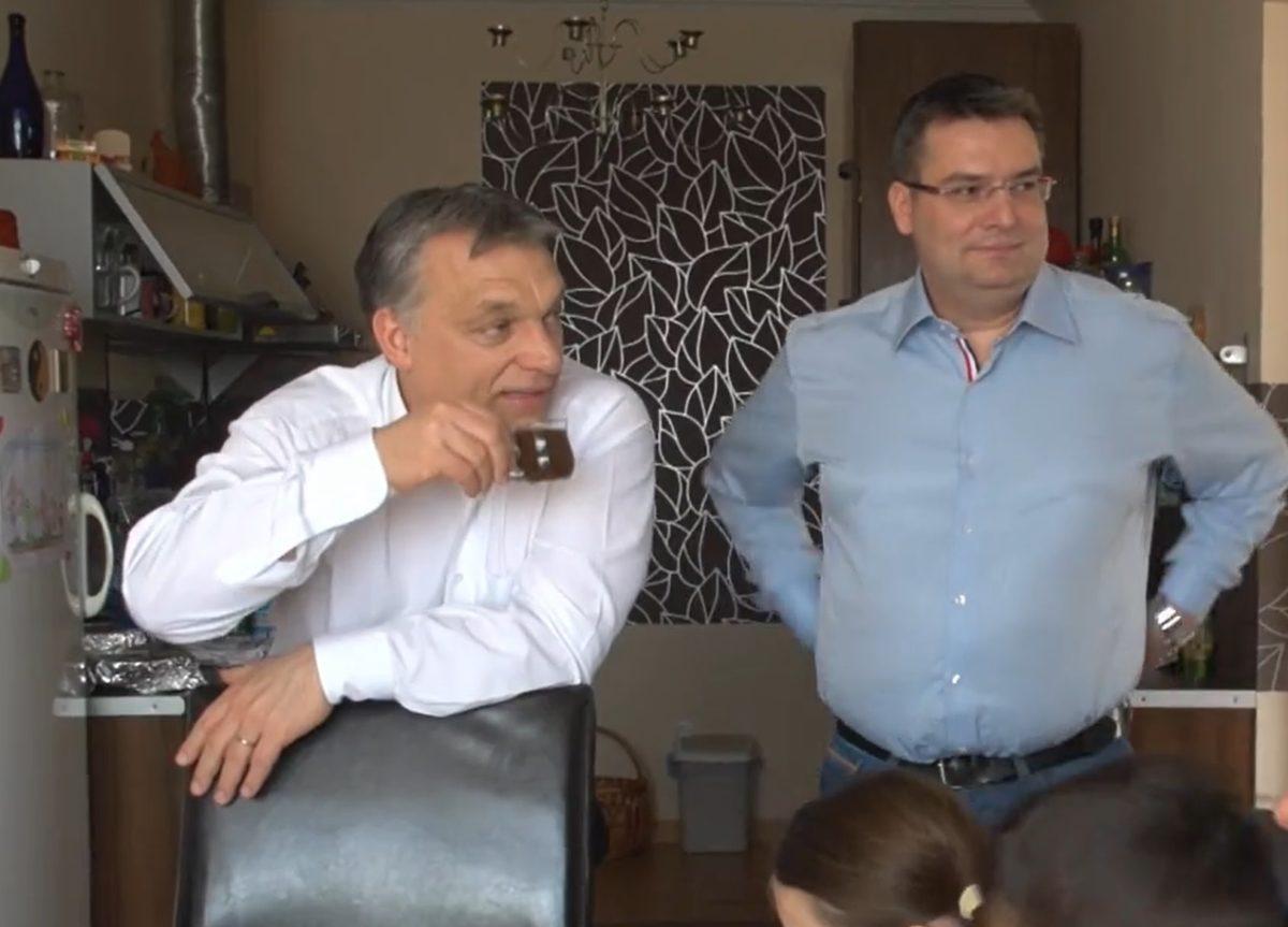 Orbán Viktor Bocskai Péternél kávézik.