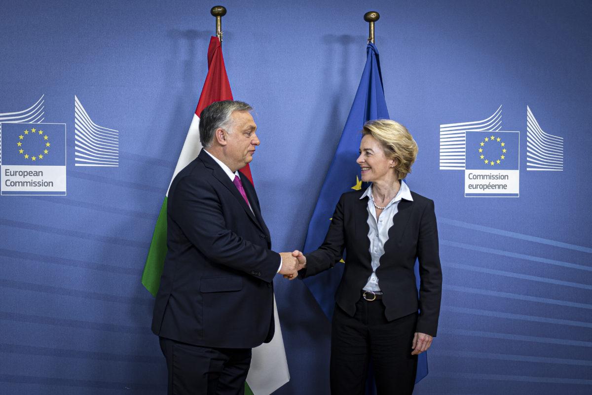 Ursula von der Leyen, az Európai Bizottság elnöke fogadja Orbán Viktor miniszterelnököt Brüsszelben 2020. február 3-án.