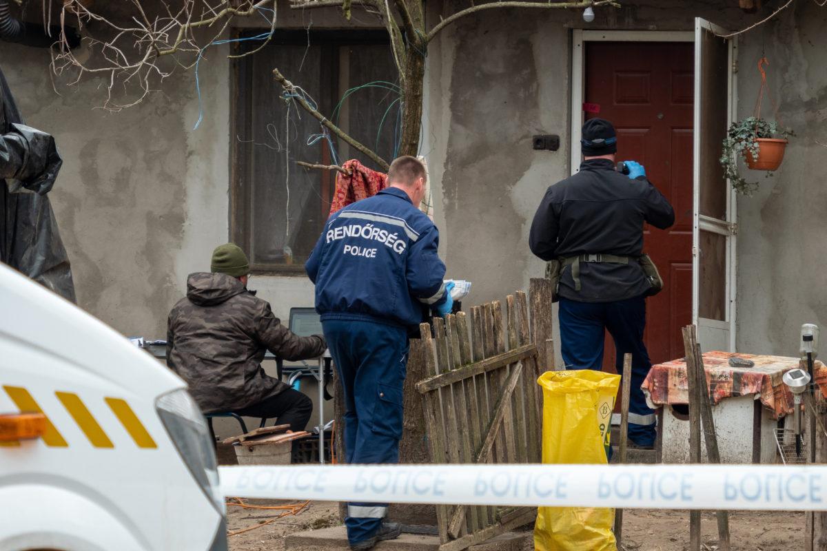 Bűnügyi helyszínelők dolgoznak 2020. február 18-án egy kiskunmajsai tanyán, ahol feltehetően bűncselekmény áldozata lett egy 76 éves nő.