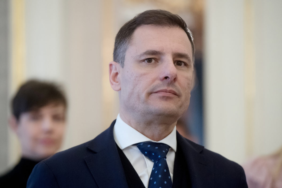 Tuzson Bence, a Miniszterelnöki Kabinetiroda újonnan kinevezett államtitkára a kinevezési okmány átadásán a Sándor-palotában 2020. január 13-án.