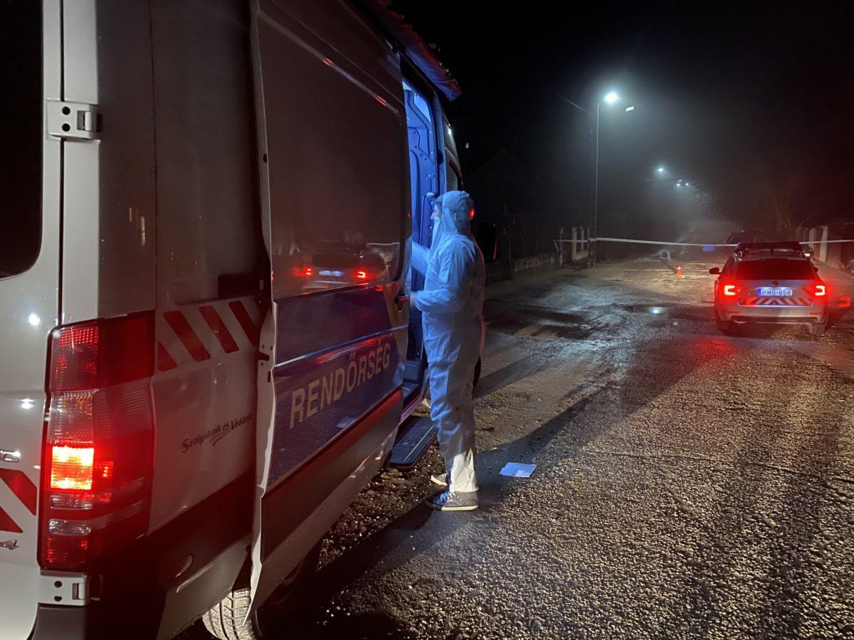 Rendőrök dolgoznak az érdi emberölés helyszínén.
