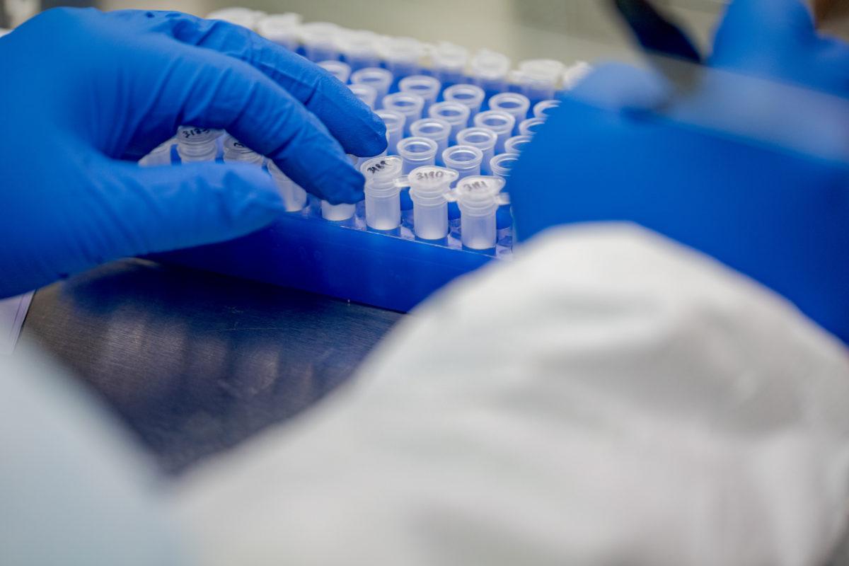Megugrott a fertőzöttek száma Spanyolországban, a WHO munkatársait is elérte a koronavírus