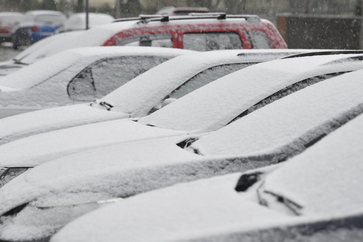 Behavazott autók Debrecenben 2020. március 23-án.