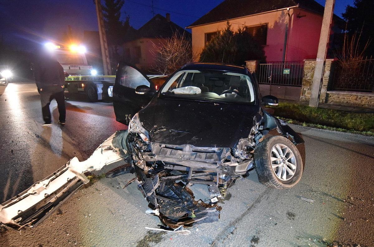 Az elkötött családi Ford a baleset után.