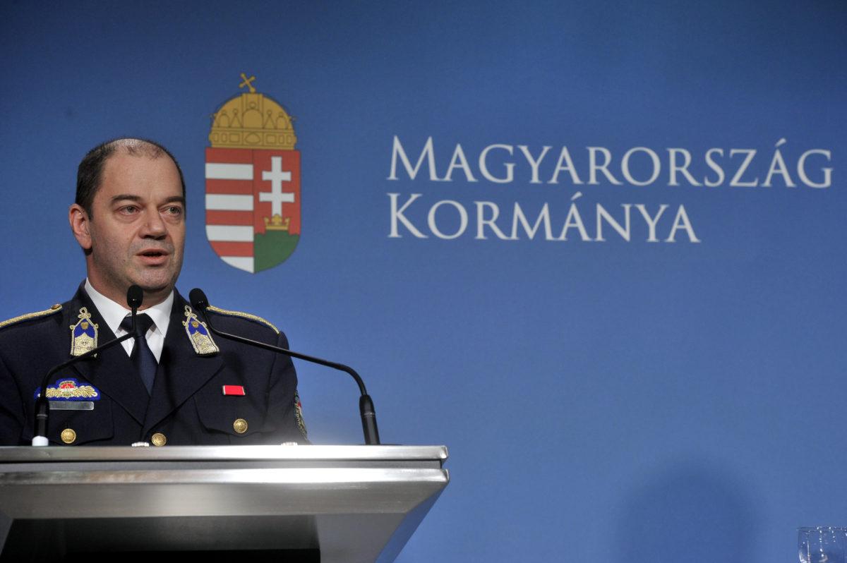 Lakatos Tibor, az operatív törzs ügyeleti központ vezetője rendkívüli sajtótájékoztatót tart a Miniszterelnöki Kabinetirodában Budapesten 2020. március 4-én.