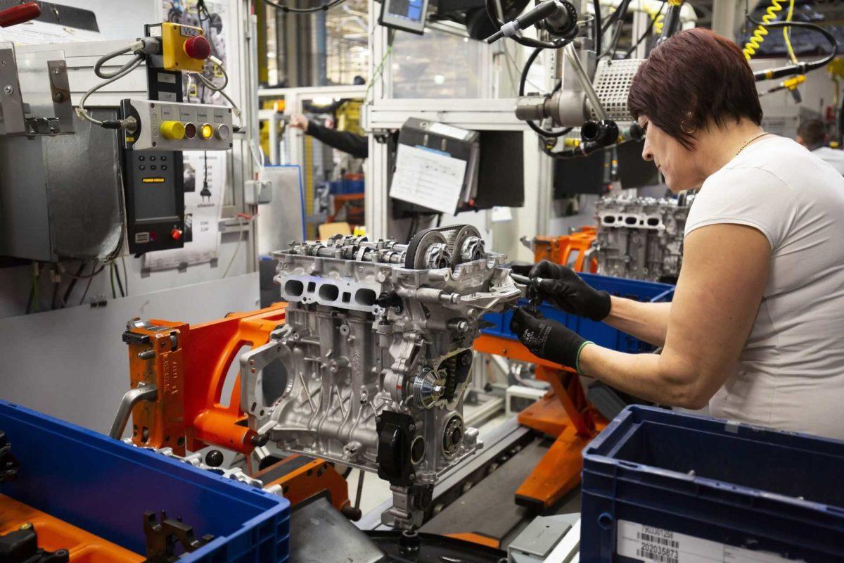 PSA motorok sorozatgyártása a szentgotthárdi Opel gyárban.