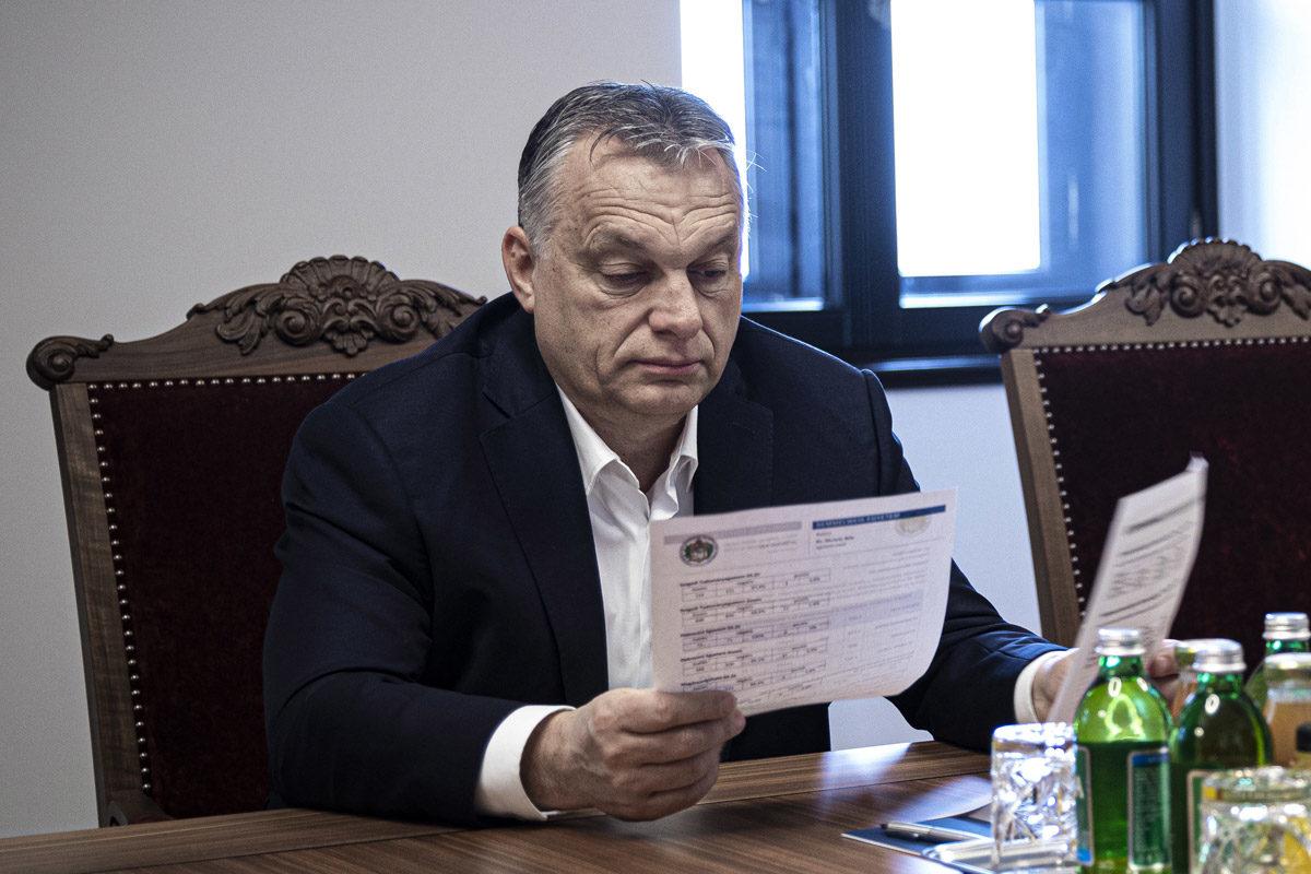 Orbán Viktor a Karmelita kolostorban 2020. március 26-án.
