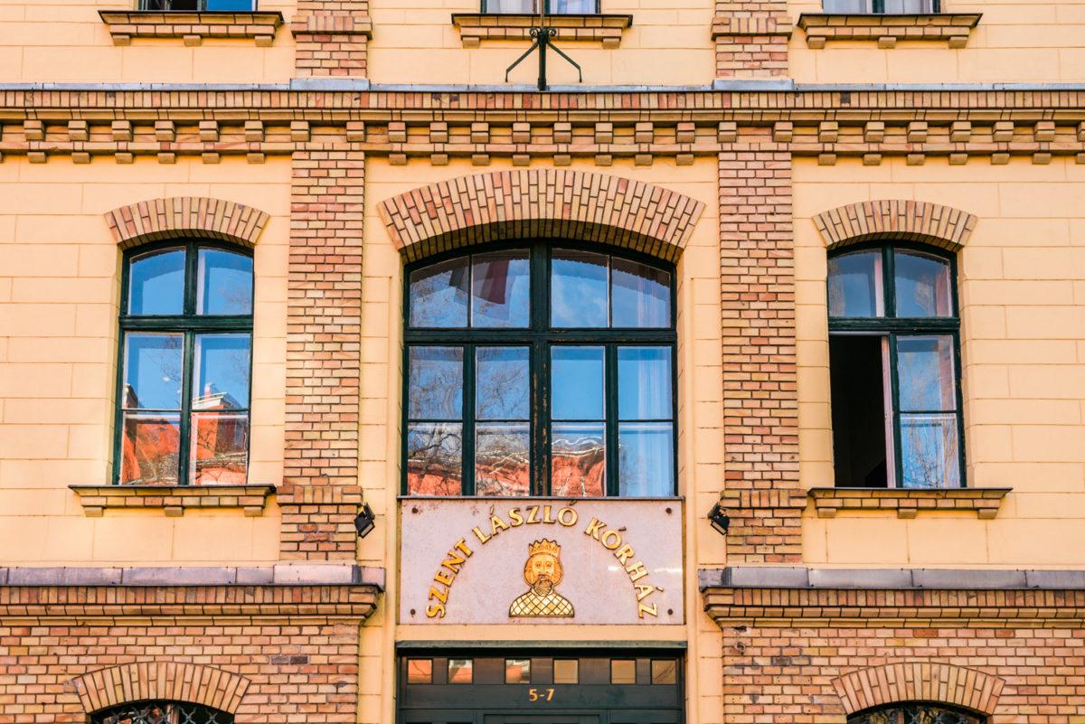 A Szent László Kórház épülete.