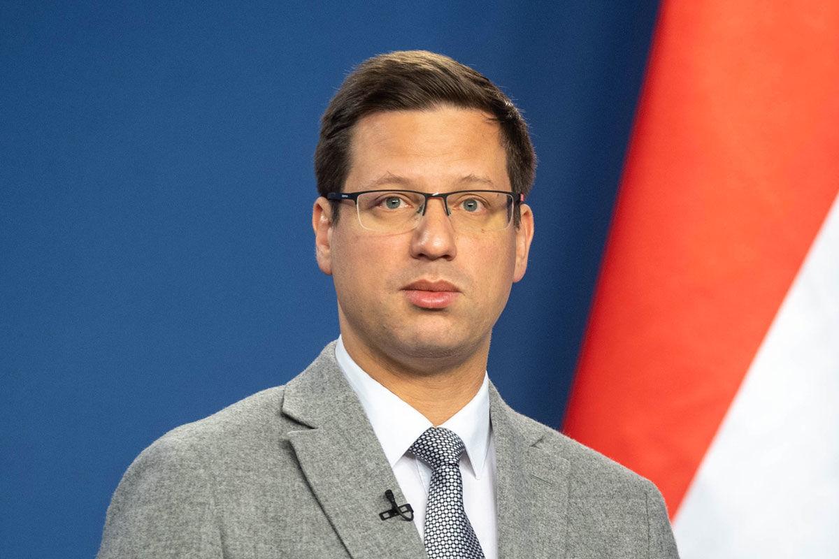 """Gulyás Gergely Miniszterelnökséget vezető miniszter online sajtótájékoztatót tart """"Kormányinfó - Mit, miért tesz a kormány?"""" címmel 2020. április 23-án."""