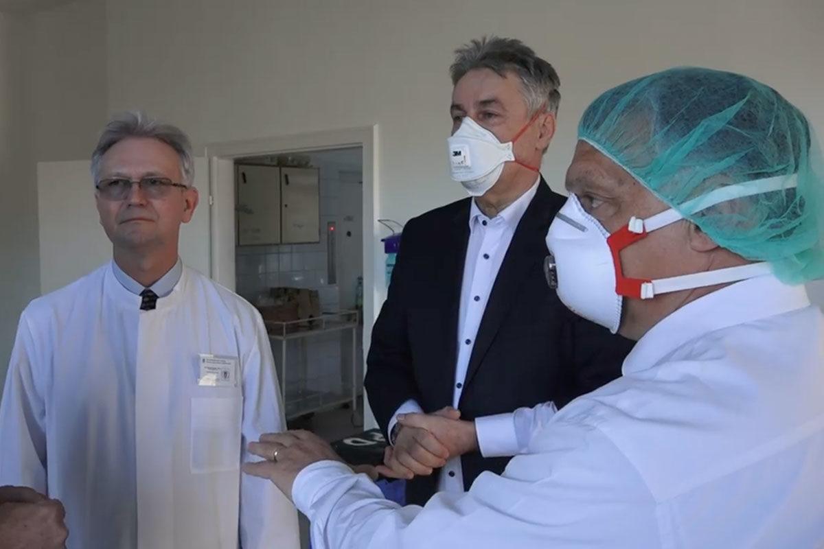 Magyarországon van a legtöbb aktív koronavírus-fertőzött a régióban 100 ezer főre vetítve