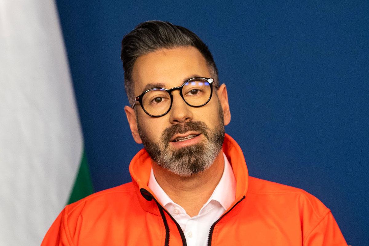 Csató Gábor, az Országos Mentőszolgálat (OMSZ) főigazgatója a koronavírus-fertőzés elleni védekezésért felelős operatív törzs online sajtótájékoztatóján 2020. május 10-én.