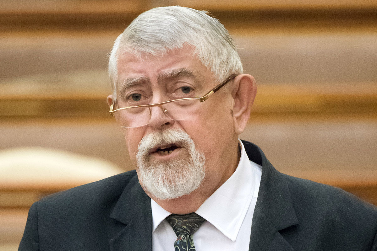 Kásler Miklós, az emberi erőforrások minisztere azonnali kérdésre válaszol az Országgyűlés plenáris ülésén 2020. május 11-én.