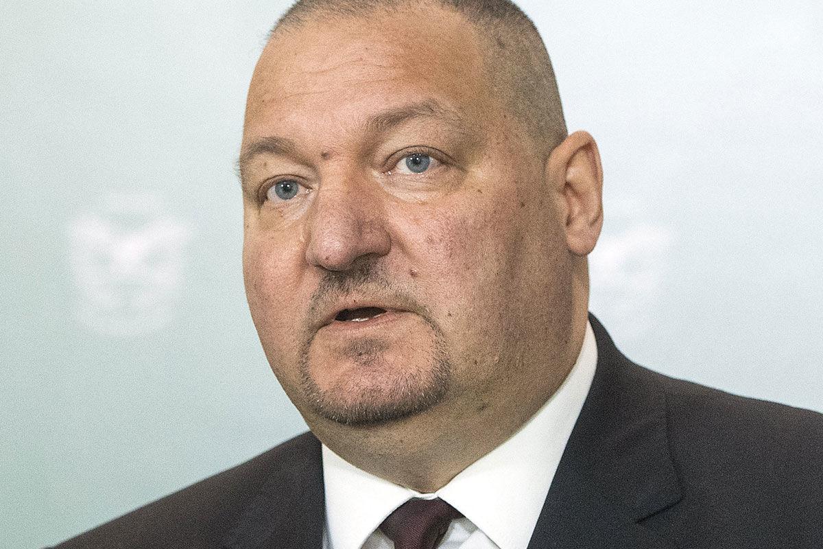Németh Szilárd, a Honvédelmi Minisztérium (HM) parlamenti államtitkára a honvédelem napja alkalmából tartott sajtótájékoztatón a minisztériumban 2020. május 21-én.
