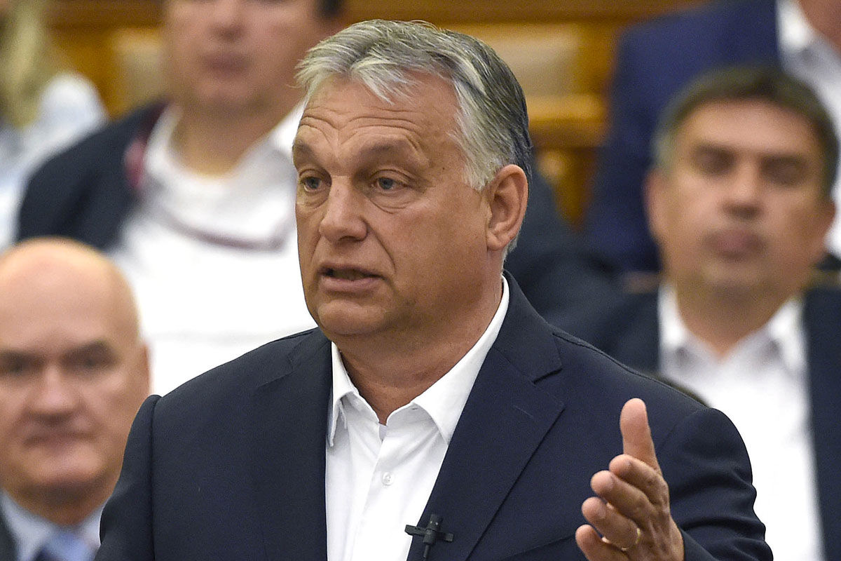 Orbán Viktor miniszterelnök azonnali kérdésre válaszol az Országgyűlés plenáris ülésén 2020. május 25-én.
