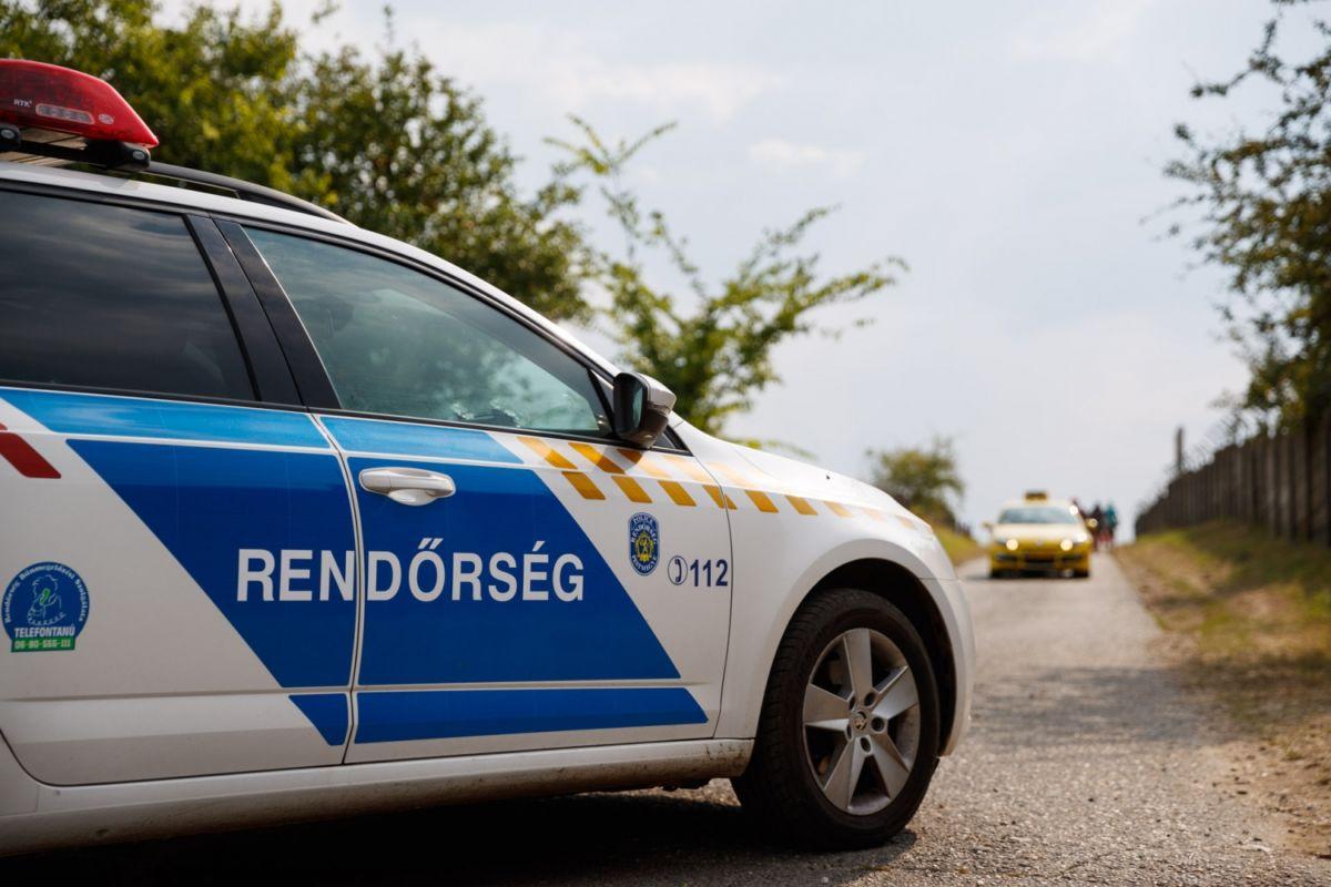 Forró kocsiba zárta lányát egy házaspár Nyíregyházán, mentő vitte kórházba a gyereket