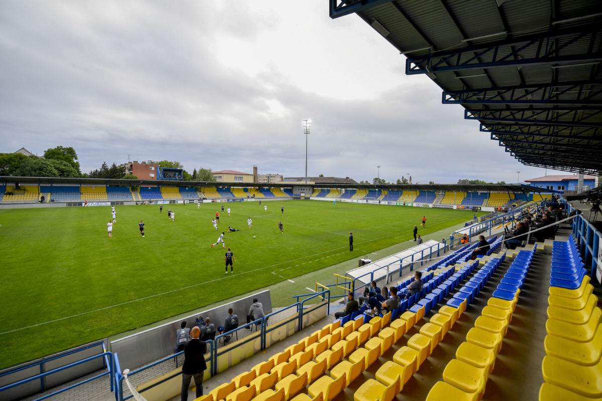 A labdarúgó Magyar Kupa elődöntőjének első mérkőzéseként, a koronavírus-járvány miatt zárt kapuk mögött játszott Mezőkövesd Zsóry FC - MOL Fehérvár FC találkozó a mezőkövesdi városi stadionban 2020. május 23-án.