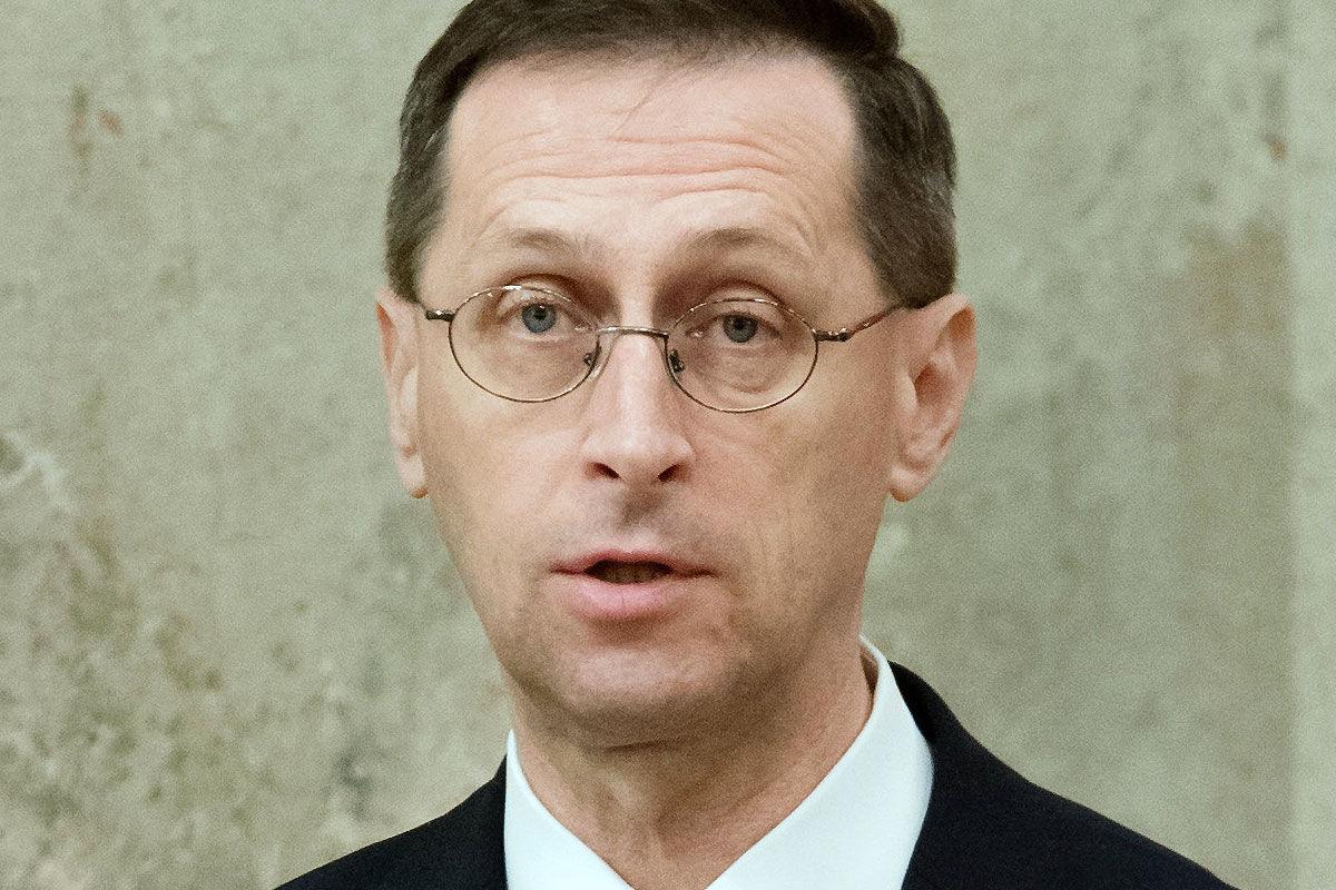 Varga Mihály pénzügyminiszter a 2021. évi költségvetési törvényjavaslat átadásán az Országházban 2020. május 26-án.