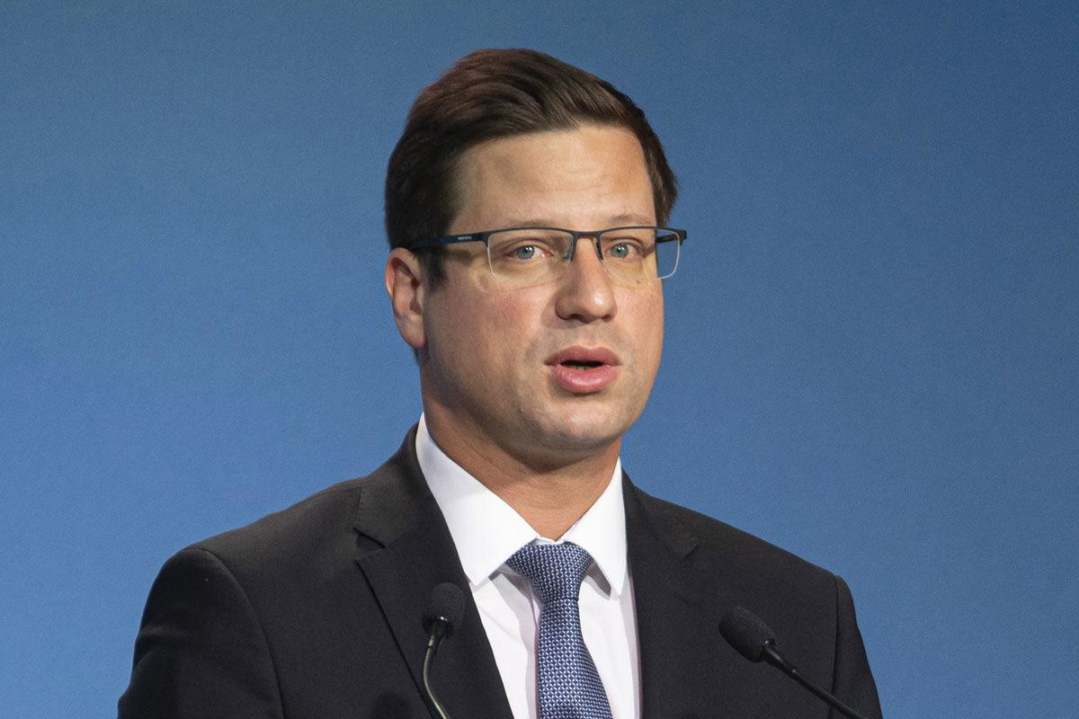 Gulyás Gergely, a Miniszterelnökséget vezető miniszter a Kormányinfó sajtótájékoztatón a Miniszterelnöki Kabinetiroda Garibaldi utcai sajtótermében 2020. június 25-én.