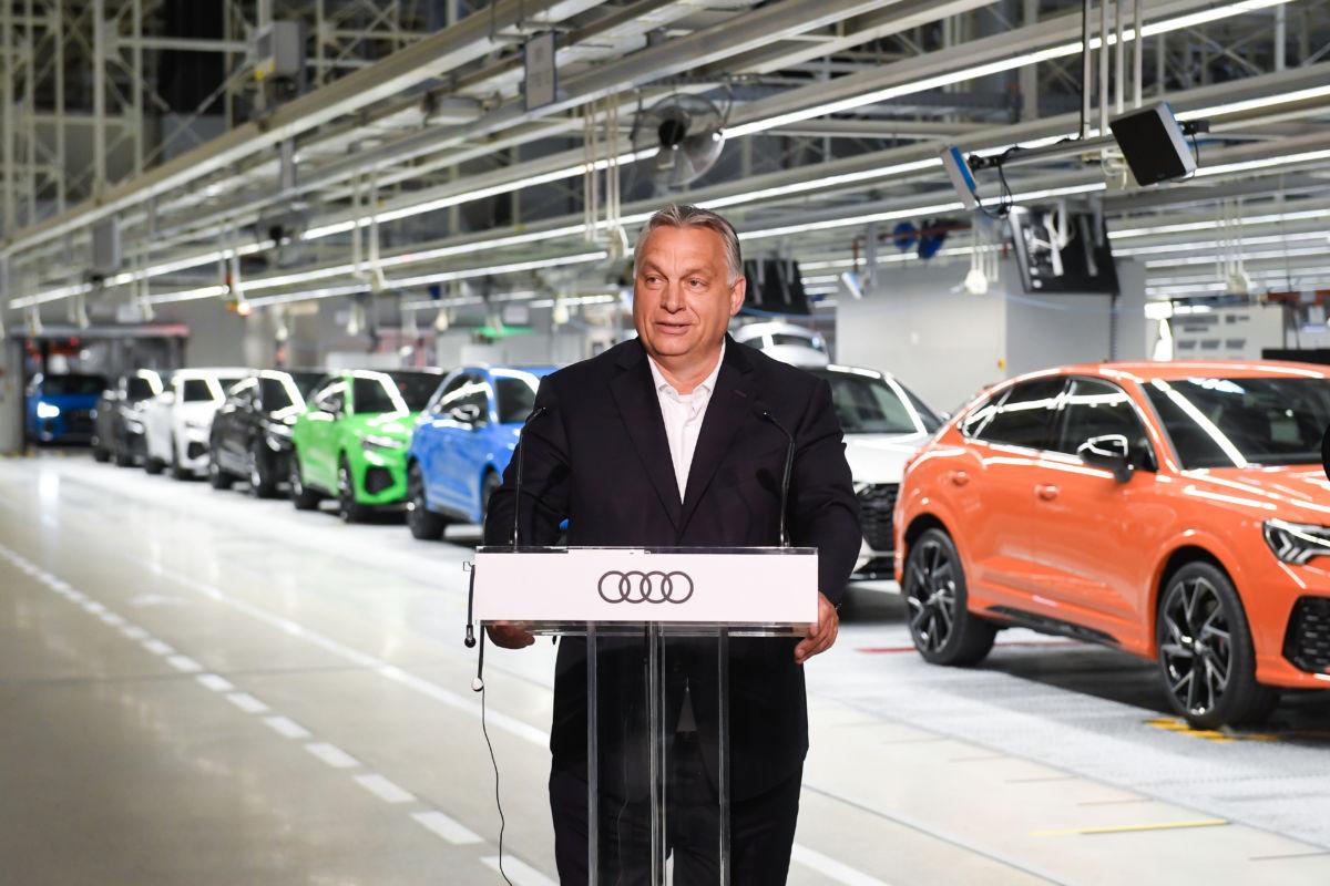 Orbán Viktor miniszterelnök beszédet mond a győri Audi-gyárban 2020. június 15-én.