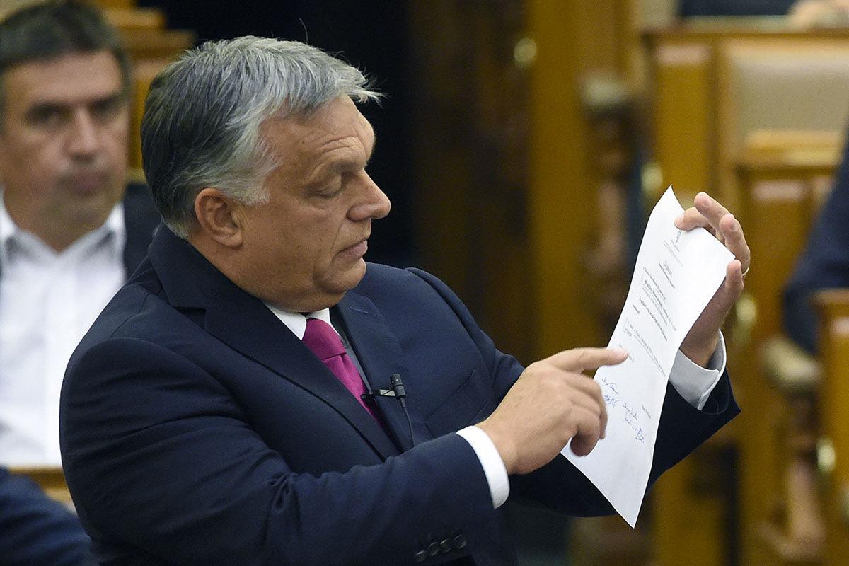Orbán Viktor miniszterelnök beszél az azonnali kérdések órájában az Országgyűlés plenáris ülésén 2020. június 29-én.