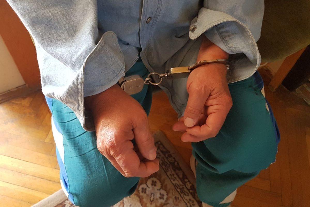 Az elfogott fojtogató a rendőrség fotóján.