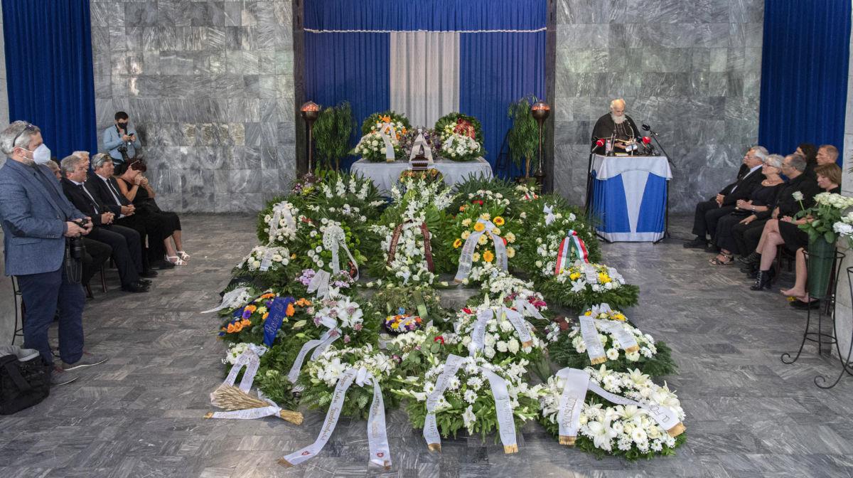 Iványi Gábor metodista lelkész Bálint György ravatalánál a Fiumei úti sírkertben 2020. július 14-én.